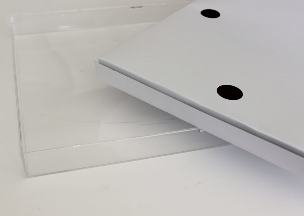 DIY Lucite tray tutorial for under $5 // https://chasingmcallisters.com/acrylic-tray-diy